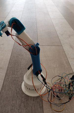 Εκπαιδευτικός Ρομποτικός Βραχίονας